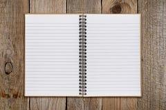 在老木头的笔记薄 免版税库存照片