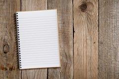 在老木头的被排行的笔记薄 免版税库存图片