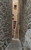 在老村庄使被修补的街道,法国狭窄 库存图片