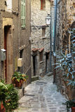在老村庄Luseram使被修补的街道狭窄 库存图片