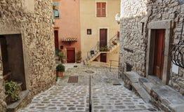 在老村庄Lyuseram使被修补的街道狭窄, 免版税库存图片