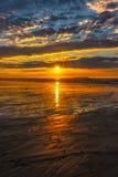 在老果树园海滩的低潮日出 免版税库存图片