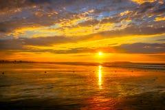 在老果树园海滩的低潮日出 图库摄影