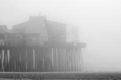 在老果树园海滩的有雾的天,缅因 免版税库存图片