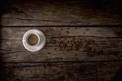 在老桌的咖啡 免版税图库摄影