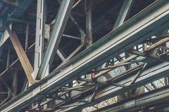 在老桥梁上的支持 免版税库存照片