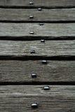 在老桥梁的年迈的橡木板条在卡斯特尔y米,威尔士 免版税库存照片