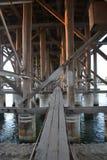在老桥梁里面 库存图片