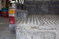 在老棕色卡车后 库存照片