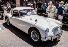 在老汽车的陈列的老MG小轿车1959年在卡梅尔市 图库摄影