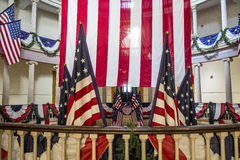 在老法院大楼的美国国旗在街市圣路易斯 免版税库存照片