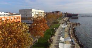 在老波摩莱的堤防的金黄秋天,保加利亚 免版税库存图片