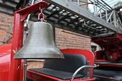 在老消防车的警钟 库存照片