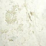 在老混凝土墙上的削皮油漆 免版税库存图片