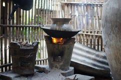 在老火炉的平底锅 库存图片