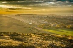 在老爱丁堡上的惊人的日落 库存图片