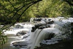 在老石堡垒状态Archeaological公园的瀑布 免版税库存照片