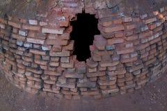在老砖火炉的孔 库存图片