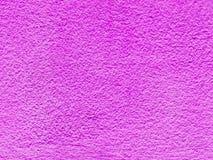 在老紫色的特写镜头表面抽象样式绘了水泥墙壁被构造的背景 免版税库存照片