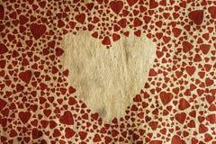 在老纸纹理的葡萄酒心脏 库存照片