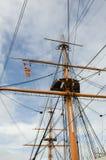 在老船的高帆柱有索具的 库存图片
