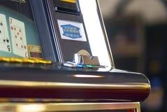 在老虎机的金钱接受器 免版税库存图片