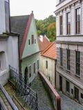 在老街道上的看法在捷克克鲁姆洛夫 库存照片
