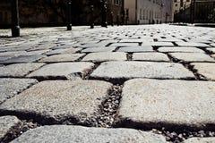 在老街道上的石头块路面 免版税库存图片