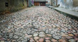 在老街道上的路面 免版税库存图片