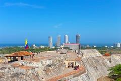 在老被围住的镇和加勒比海的宏伟的视图从在主要城市吸引力上面 免版税库存图片