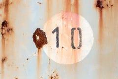 在老被绘的和生锈的金属盘区的第10 免版税库存图片