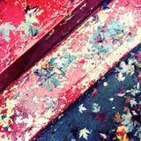 在老被绘的楼梯的秋叶 库存照片