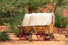 在老西部的精密老有盖货车,亚利桑那 免版税库存图片