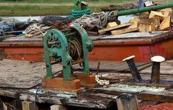 在老遗弃船的甲板凌乱在Topsham 免版税库存照片
