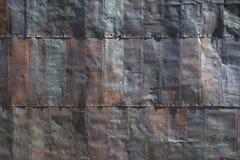 在老采矿大厦的边的钢木瓦 免版税库存图片