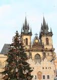 在老镇中心的圣诞树在布拉格 免版税库存图片