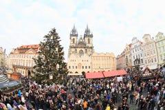 在老镇中心的圣诞节市场在布拉格 库存照片