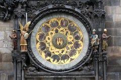 在老镇中心的布拉格的天文学时钟 库存照片