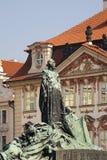 在老镇中心的扬・胡斯纪念碑在布拉格 cesky捷克krumlov中世纪老共和国城镇视图 库存照片