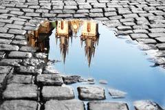 在老镇中心的水坑 库存图片