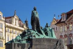 在老镇中心的1月Hus纪念品在布拉格 免版税库存照片