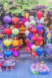 在老镇的灯笼在会安市,越南购物 库存图片