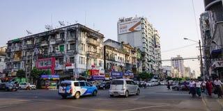 在老镇的街道在仰光,缅甸 免版税库存图片