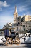 在老镇街道la瓦莱塔马耳他的旅游马支架 库存照片