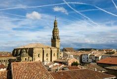 在老镇skyine在西班牙 库存图片
