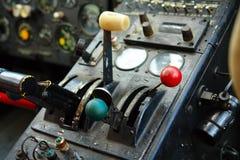 在老飞机的驾驶舱里面 图库摄影