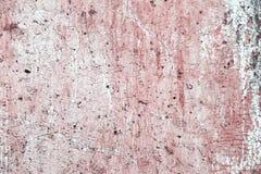 在老高明的白水泥墙壁上的抽象老桃红色油漆 免版税库存照片