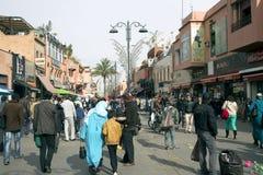 在老麦地那上狭窄的街道在马拉喀什 免版税库存照片