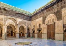 在老麦地那菲斯-摩洛哥的Bou Inania medresa里面 免版税库存图片