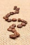 在老织品的咖啡粒 免版税库存照片